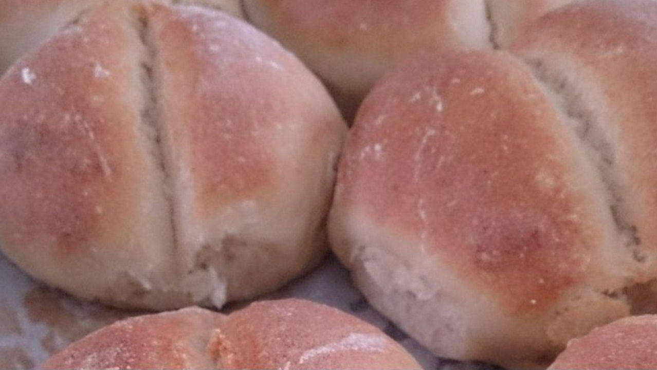 PAN DE MERLUZA. Masa madre elaborada a base de productos marinos y levadura de la zona. Realizada por el maestro panadero Jorge Gutiérrez.