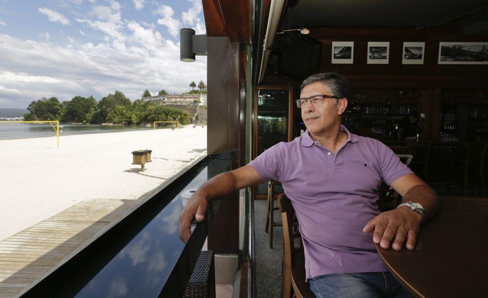 El propietario del Chiringuito de Sada, Andrés, al que todos conocen por Sivi, tiene 54 años y un hijo de 8.