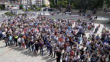 Vista general de la concentración en repulsa por la muerte de la niña de ocho años en Sabiñánigo