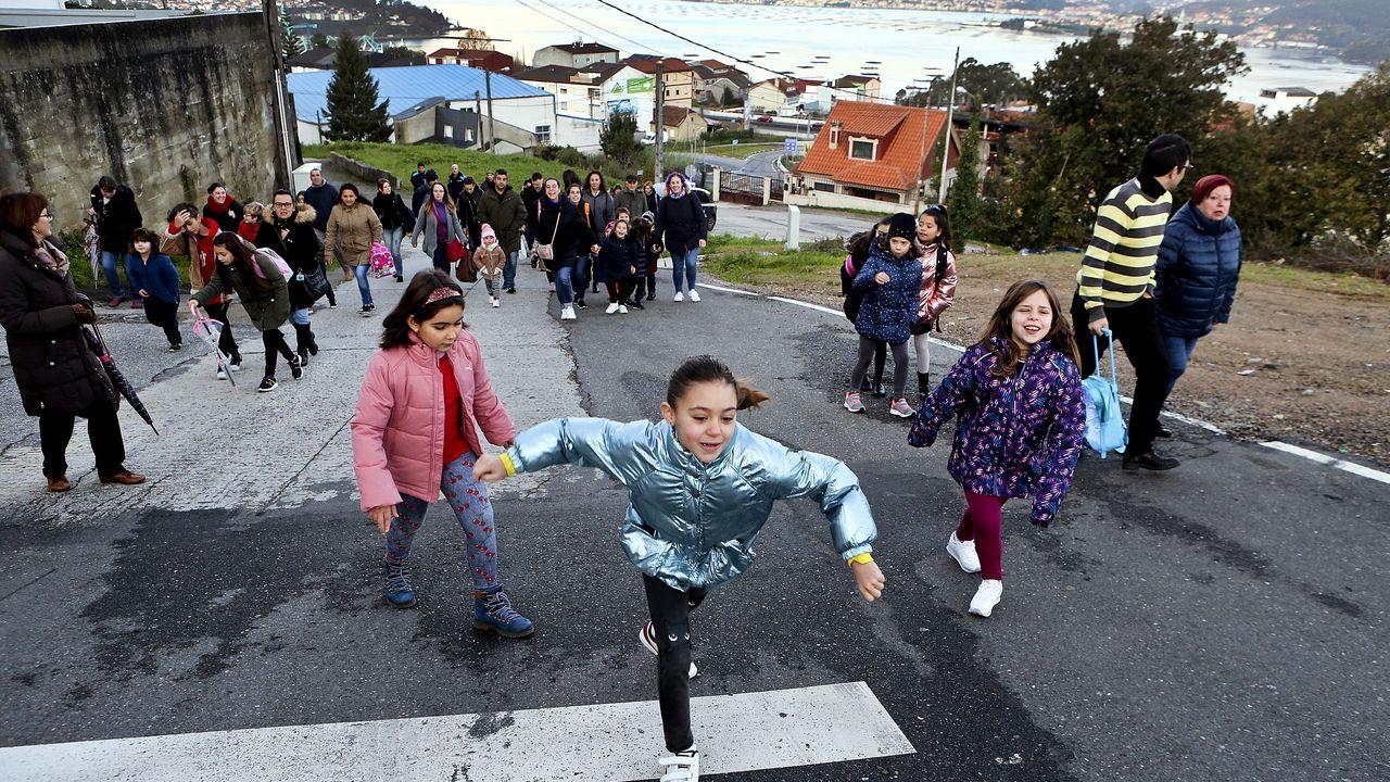 Protesta de los padres y alumnos del colegio Igrexa de Chapela