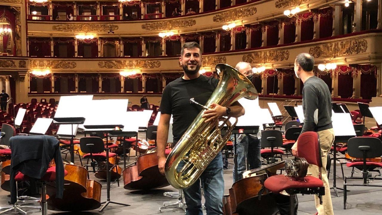 Hallazgos arqueológicos romanos en el rural lucense.Miguel Franqueiro coa súa tuba no Teatro alla Scala, en cuxa orquestra foi admitido o pasado ano
