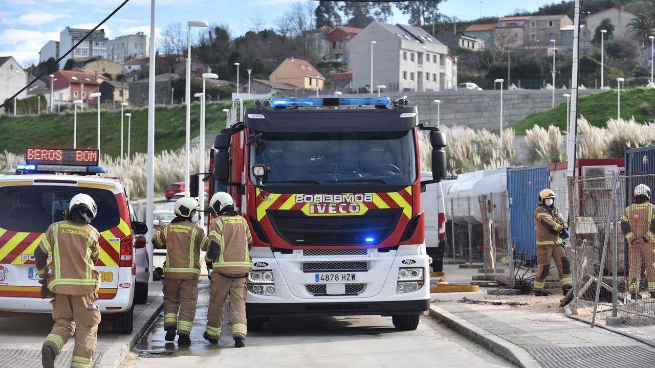Un escape de gas en el Ofimático moviliza a los bomberos.Control de trafico en la tercera ronda