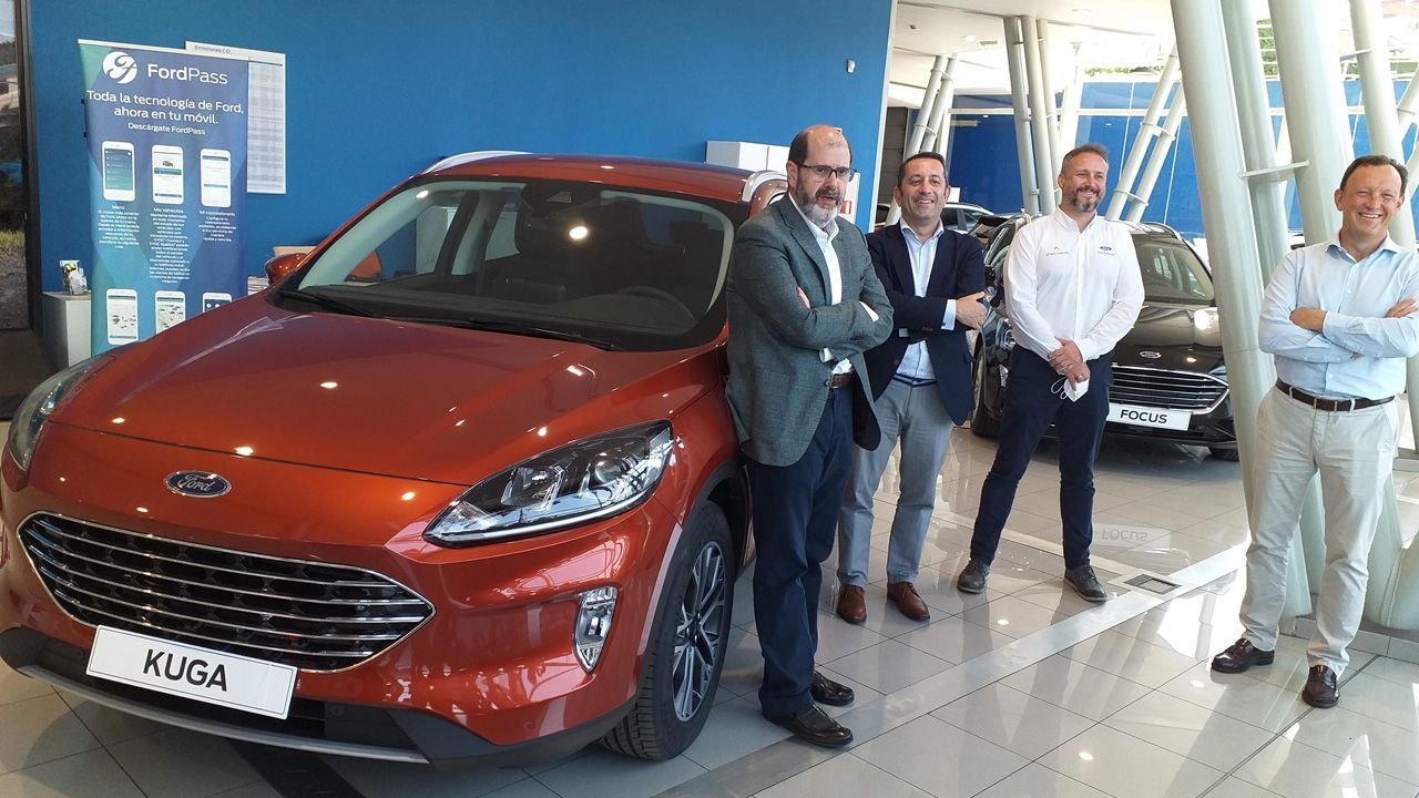 Directivos del grupo Blendio con su Director General José Emilio Criado en primer término, y de Autoavisa en la presentación del nuevo Ford Kuga