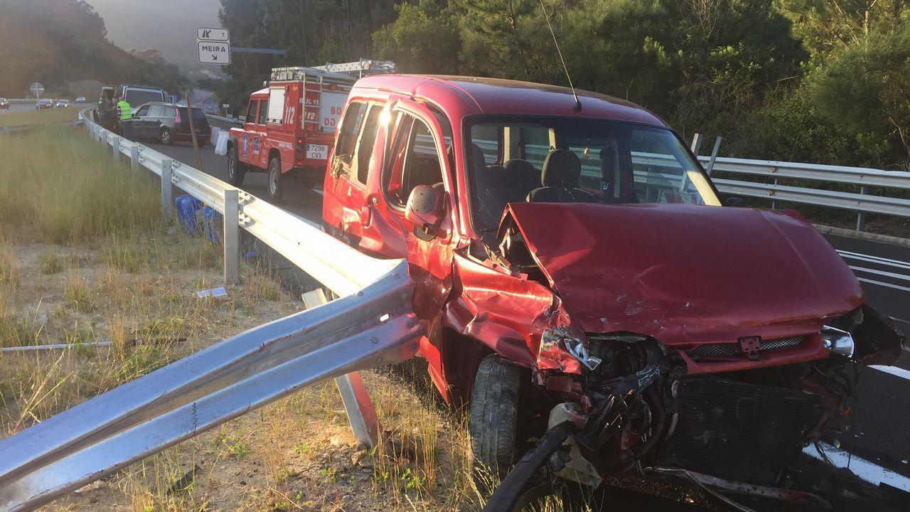 Un conductor suicida provoca un accidente en la autovía de O Morrazo