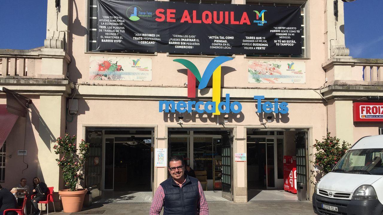 Luis Amador, a la izquierda, con el gerente del área sanitaria, Félix Rubial, y el conselleiro de Sanidade, Jesús Vázquez Almuíña