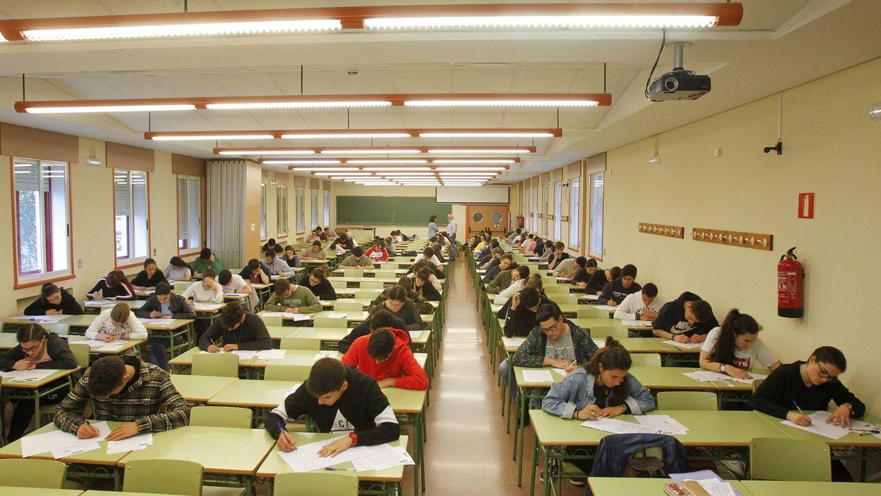 Arranca la selectividad en Lugo entre la distancia y la desinfección.Imagen de archivo de los exámenes de selectividad en el campus de Ferrol