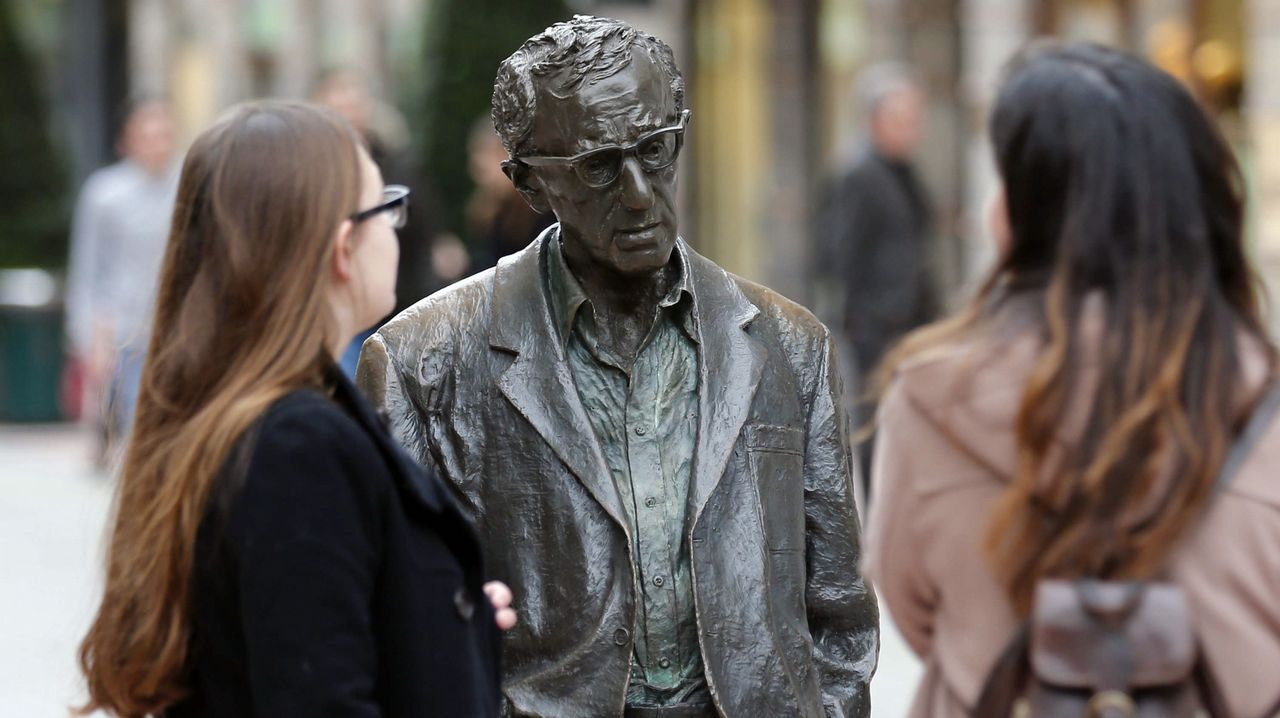 John Sulston.El Ayuntamiento de Oviedo mantendrá la estatua del cineasta Woody Allen en la céntrica calle de las Milicias Nacionales después de que el Consejo de Igualad haya analizado hoy la petición formulada por la Plataforma Feminista de Asturias para su retirada.