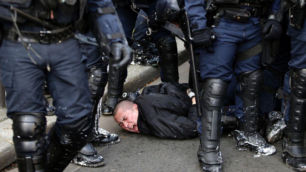 La reunión a tres, en imágenes.Indignados de París