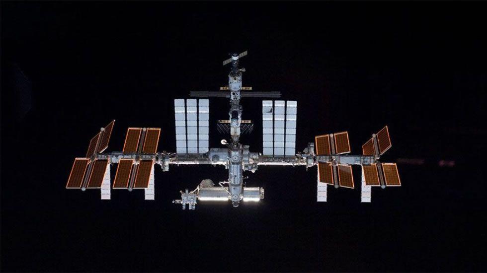 Así se toman una pastilla efervescente en la ISS
