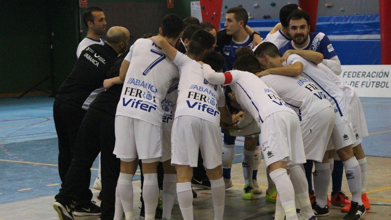Infantil Real Oviedo Sporting Requexon.Los jugadores del Infantil del Real Oviedo celebran un gol ante el Sporting