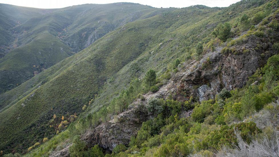 Una visita a la mina del Burato do Lobo.En esta ortofotografía se indica la situación de la mina del Burato do Lobo —señalada con el número 3— y de otras dos antiguas explotaciones ubicadas en su entorno inmediato