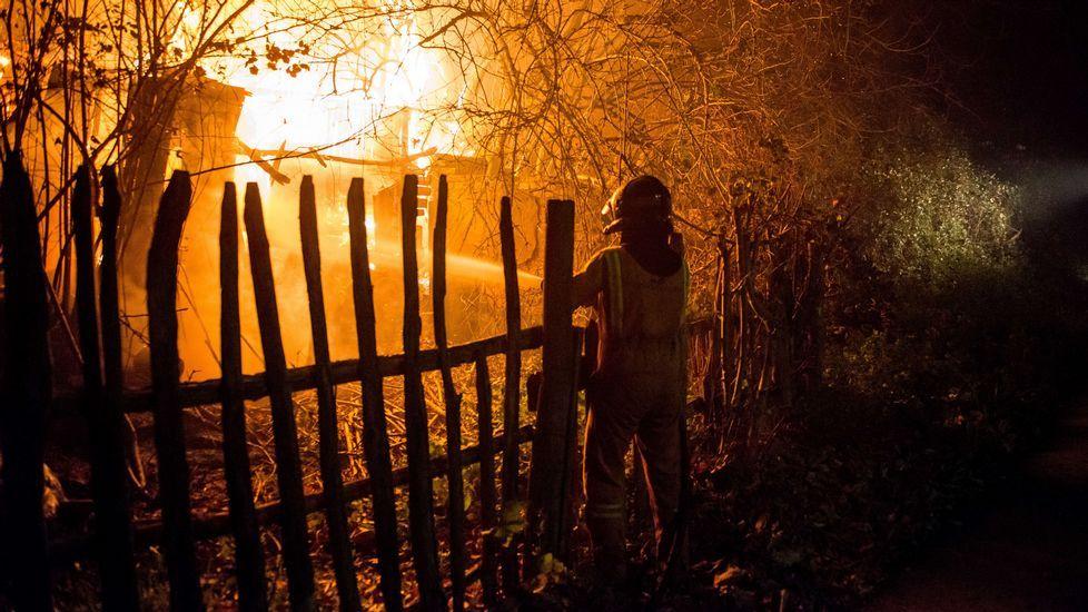 Los incendios forestales de Asturias, desde Ribadeo.