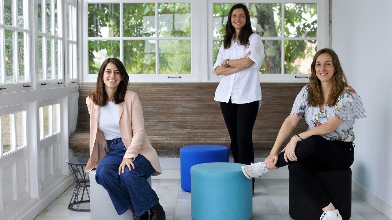 Presentación en el colegio O Grupo del libro Paxaradas.Claudia Rodríguez, Iria Regueiro y Ana Rodríguez, en el pazo de Arenaza