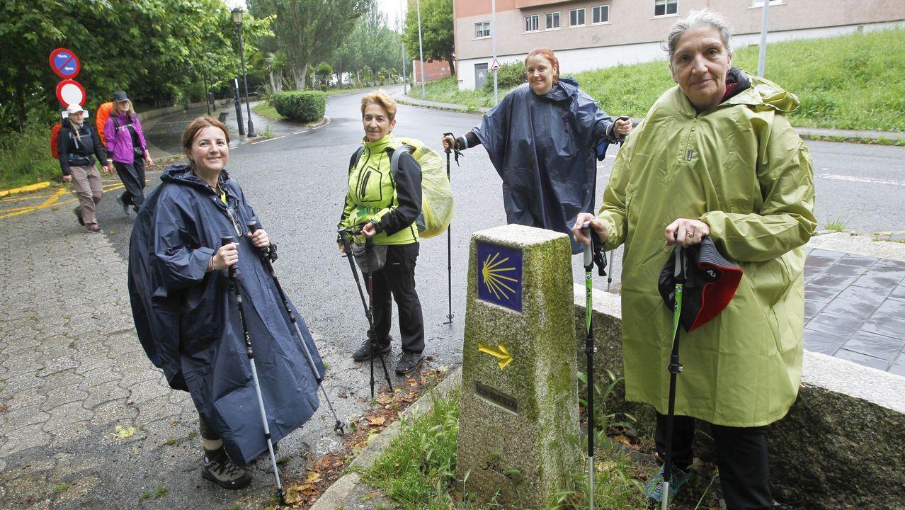 Beatriz, Yolanda, Raquel y Pilar son cuatro amigas de Madrid que ayer se estrenaron en el camino Inglés, aunque todas ya recorrieron con anterioridad otras rutas jacobeas