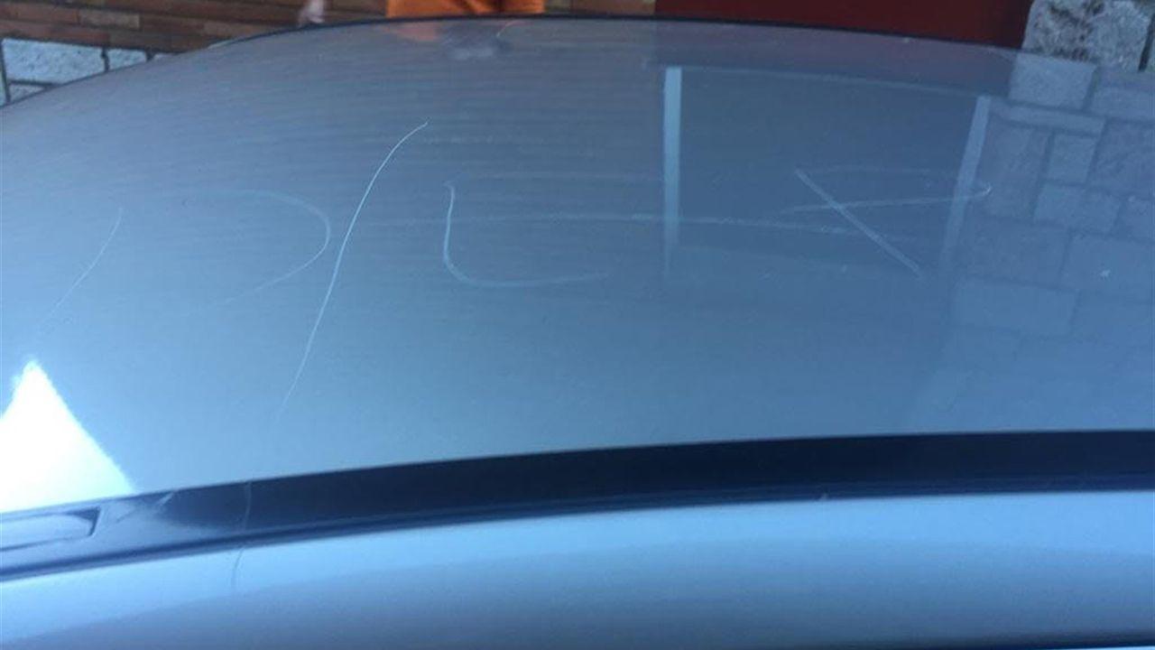El coche del concejal de IU en Riosa rayado