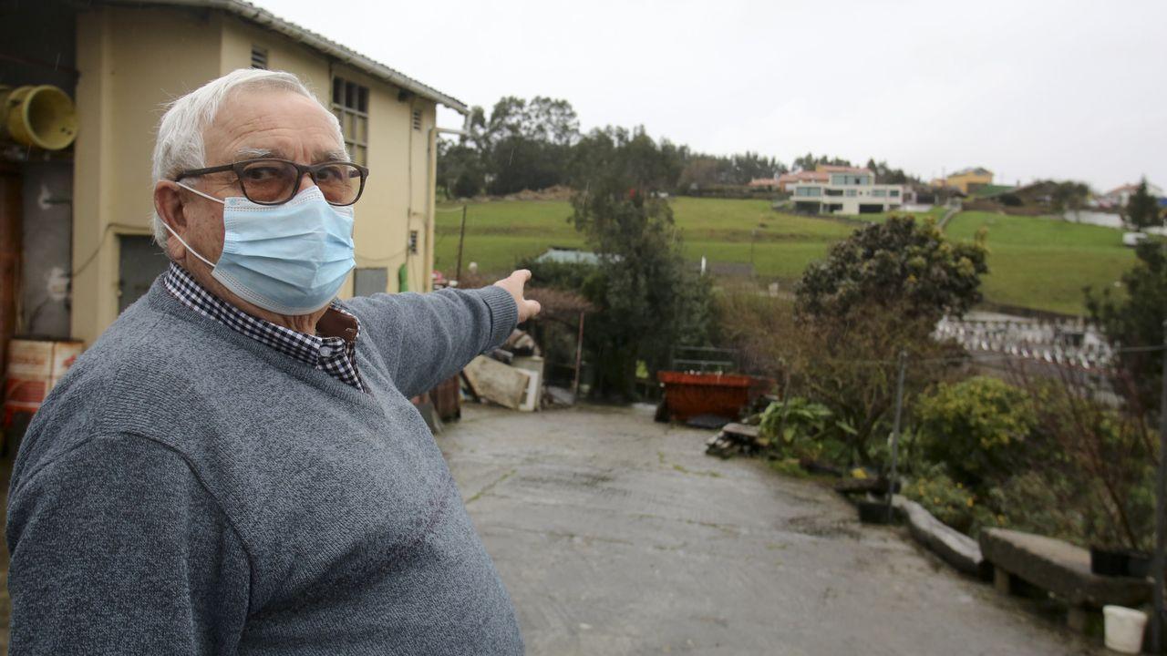 José Oreona, presidente de la asociación vecinal, señala las viviendas más afectadas ahora