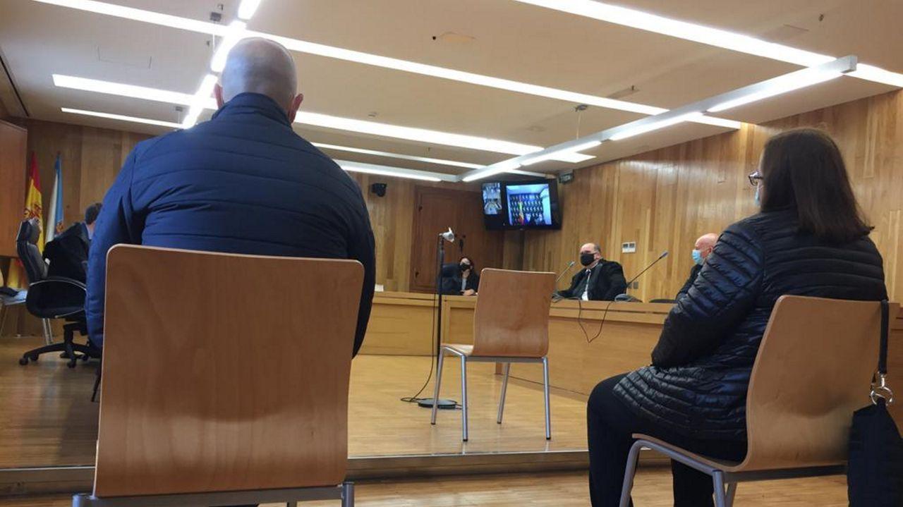 Los dos acusados durante una testificacion por videoconferencia
