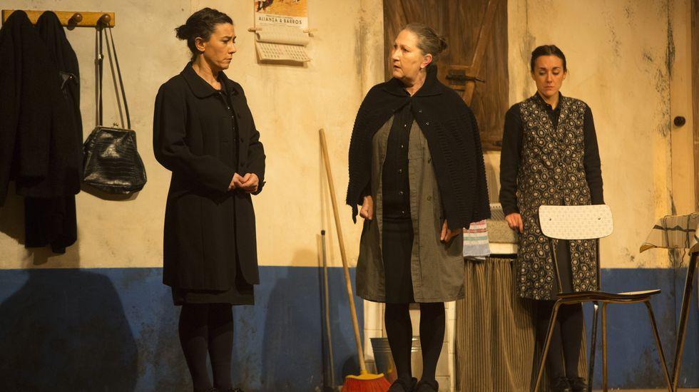 La obra  Bernarda , que abrió la Mostra de Teatro de Malpica este pasado viernes, también pasara por A Laracha