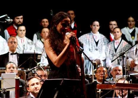 La presencia de Rosa Cedrón fue la sorpresa que ofreció anoche la Banda Municipal.