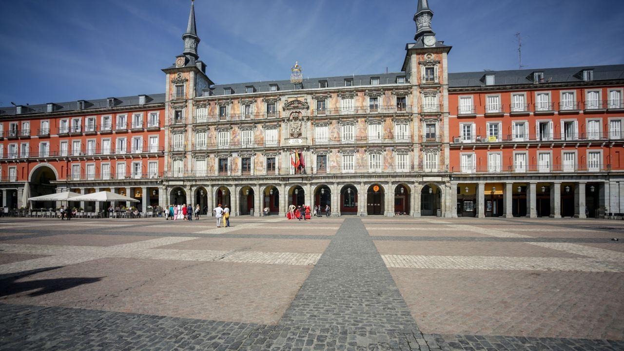Prácticamente nula es la presencia de turistas en la Plaza Mayor de Madrid, icono turístico del país