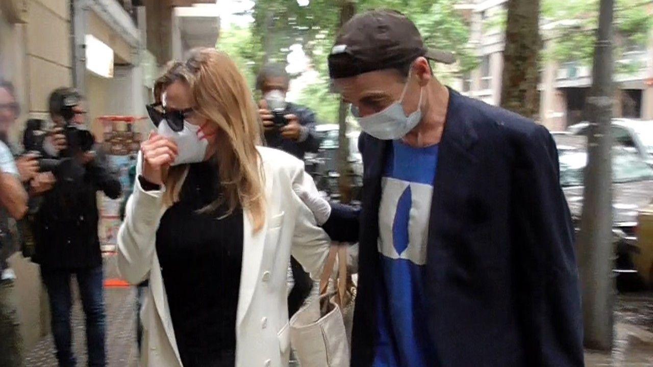 Ana Obregón y Alessandro Lequio tras la salida del tanatorio  donde reposan los restos de su hijo Álex
