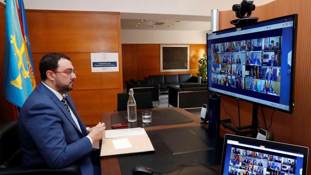 El presidente del Principado de Asturias, Adrián Barbón, participa por videoconferencia en la reunión que mantiene el presidente del Gobierno de España, Pedro Sánchez, con los presidentes autonómicos