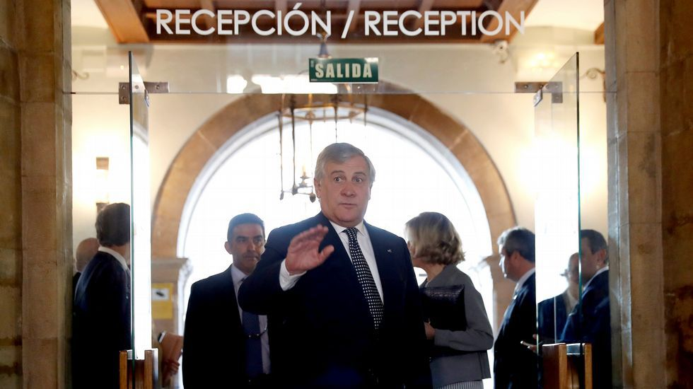 Felipe VI: «España tiene que hacer frente a un inaceptable intento de secesión».El presidente del Parlamento Europeo, Antonio Tajani, hoy en Oviedo, donde recoge esta tarde el premio Princesa de Asturias a la Concordia, otorgado este año a la Unión Europea. EFE/Chema Moya