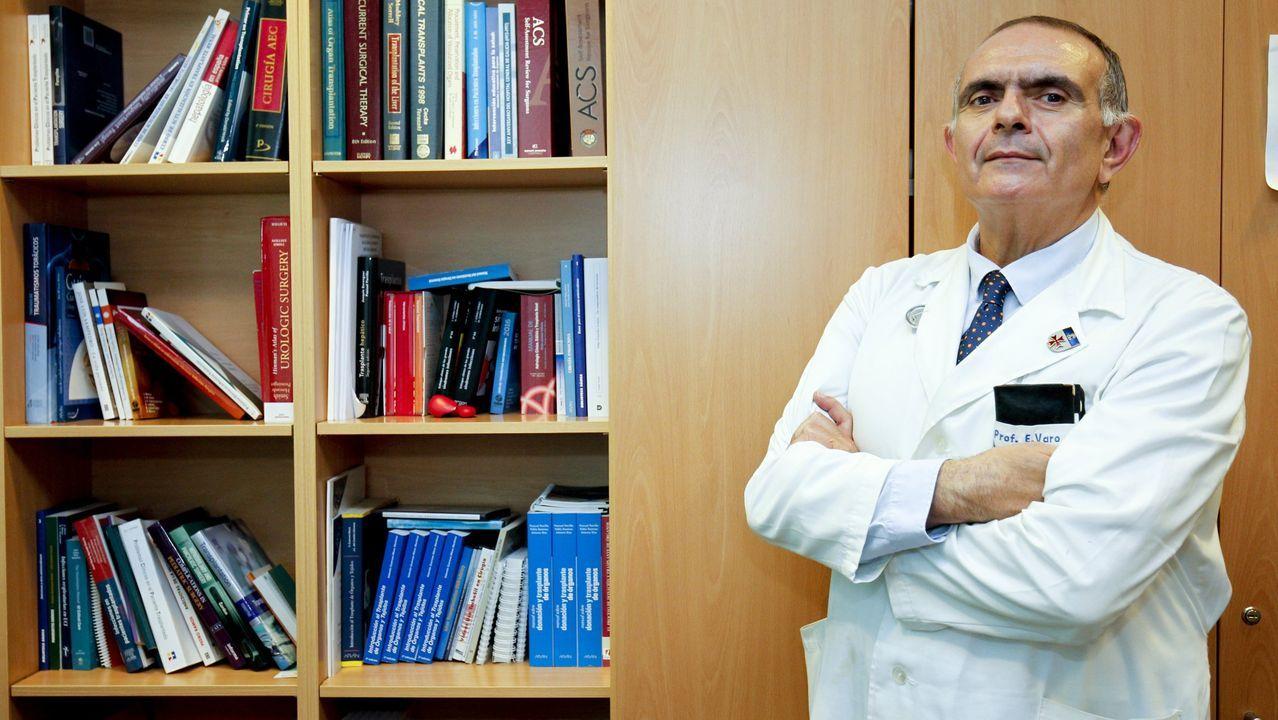 Pablo Pérez, en el centro de salud de As Pontes, donde hace dobles turnos, a veces con guardias, todas las semanas