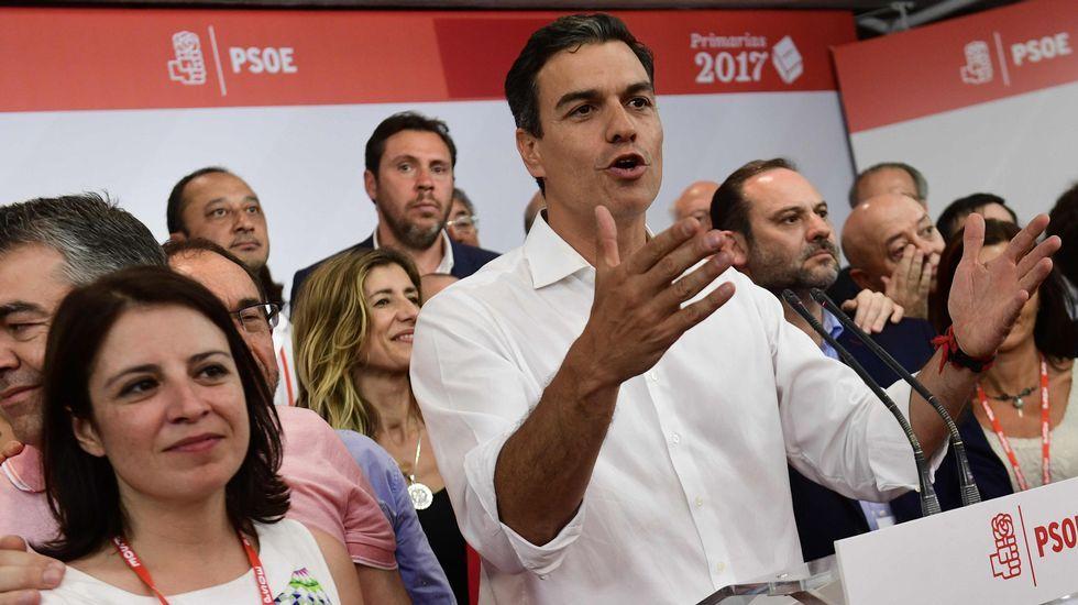 Javier Fernández, Felipe González y Vicente Álvarez Areces, en un mitin en Oviedo, en 2011, con Adrián Barbón, en segunda fila a la izquierda.Adriana Lastra, a la izquierda de Pedro Sánchez