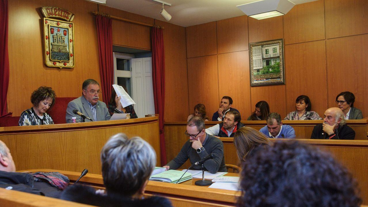 Imagen de archivo de un pleno municipal en Oleiros