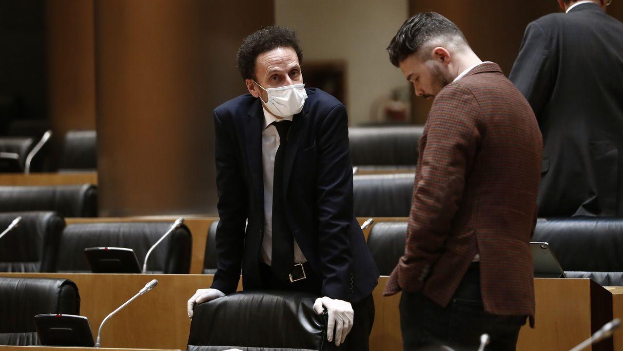 Iglesias: «A Vox le gustaría dar un golpe de estado, pero no se atreven».Edmundo Bal (Cs) y Grabriel Rufián (ERC), charlan en la primera sesión de la Comisión del Congreso para la Reconstrucción Social y Económica