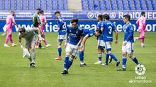 Los jugadores del Oviedo, antes de que empezase el partido ante la UD Las Palmas