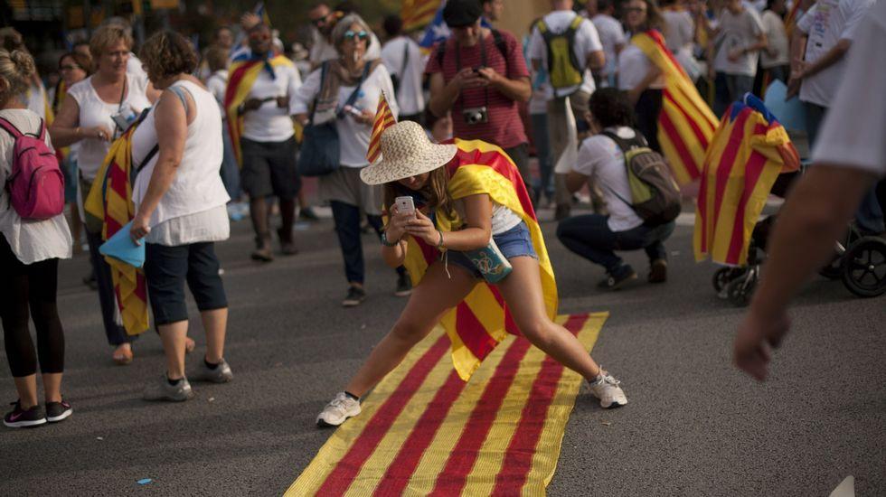 La BBC desnuda las contradicciones del independentismo catalán.Parlon dice que se convive bien, pero la gente evita hablar de independentismo sí o no.