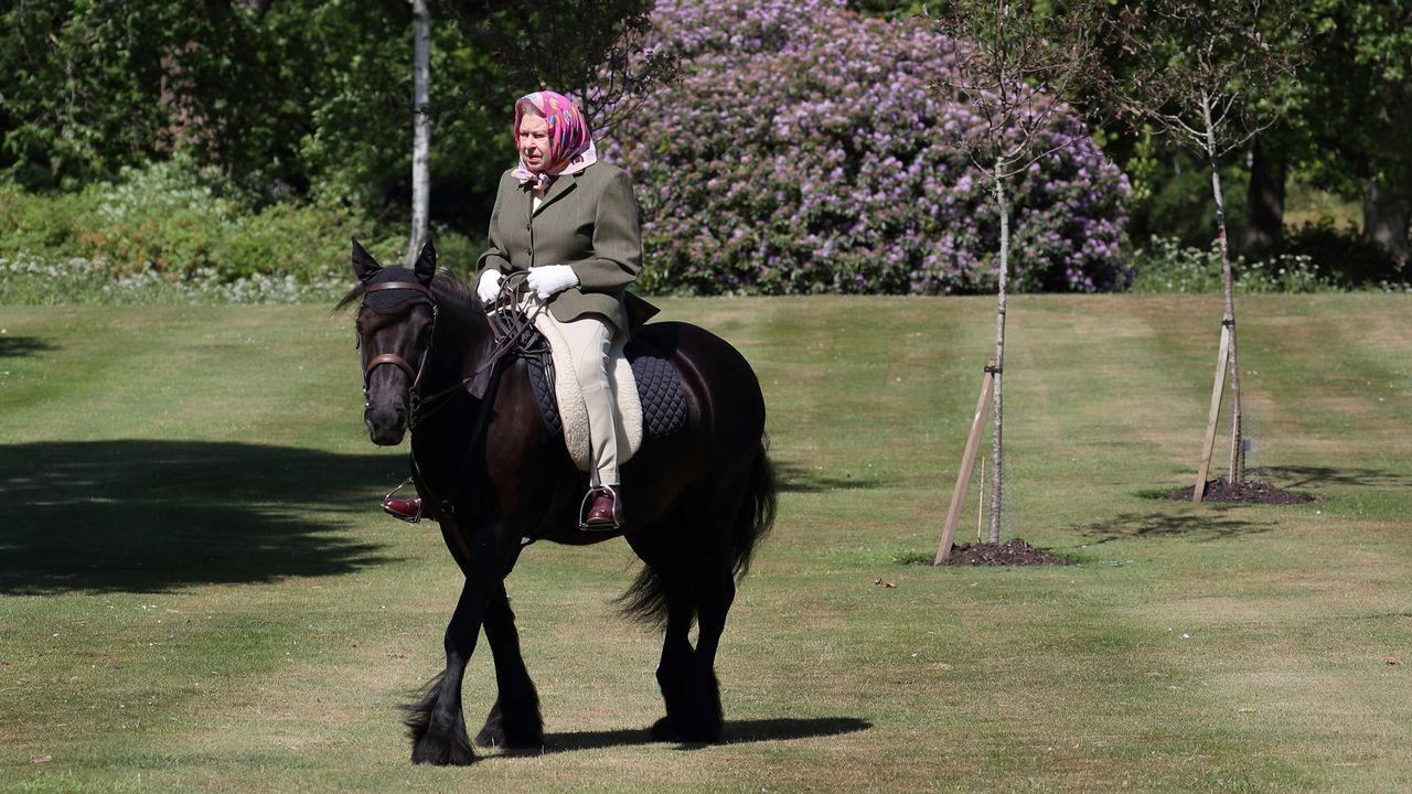 .El alcalde de Londres, el laborista Sadiq Khan, a la salida de una reunión con el comité Cobra