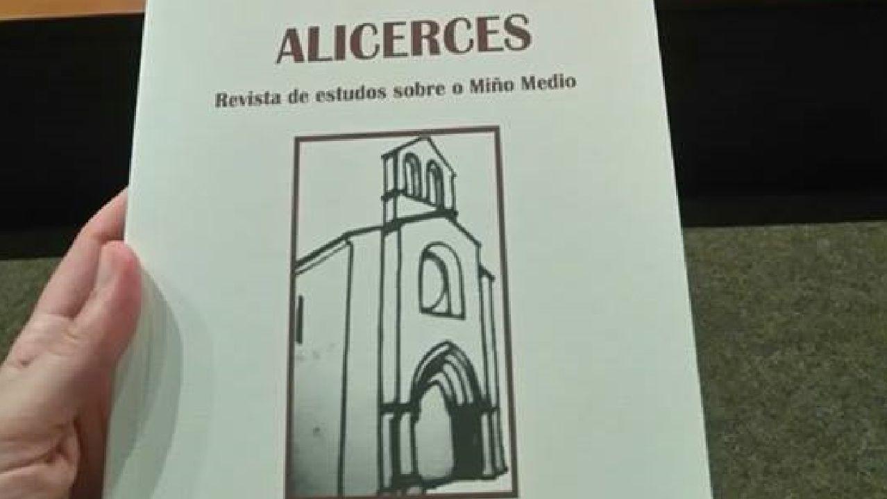 Portada do segundo número de «Alicerces», aparecido no 2016