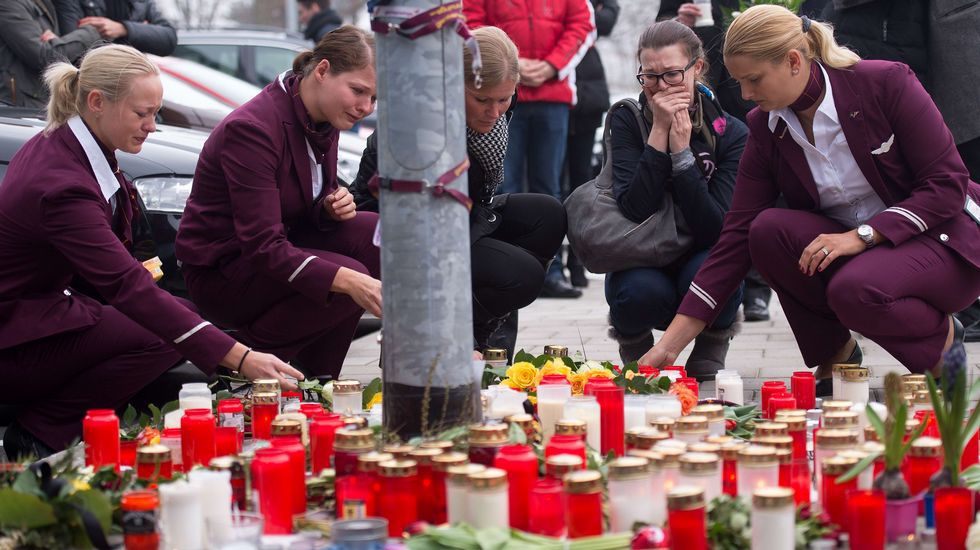 Empleadas de Germanwings recuerdan a sus compañeros fallecidos
