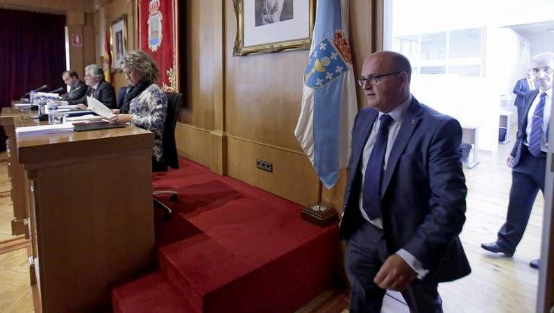 Los líderes del PP europeo arropan a Rajoy.Feijoo y el presidente provincial del PP, Manuel Baltar, en primer término