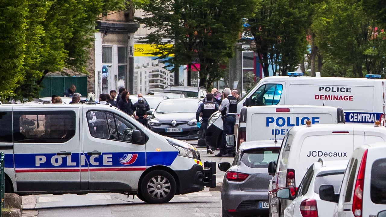 La policia impone un perimetro de seguridad en el lugar del atropello