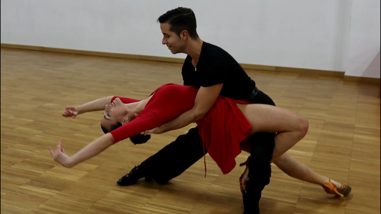 Manuel lopez y su pareja , Beatriz campeones de bailes de salón.La mejor fabada del mundo 2018 es la del restaurante Gaucho Fierro