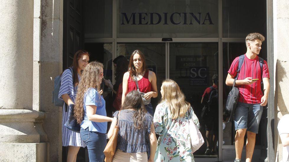 Nervios, mascarilla y distancia en la selectividad gallega.Imagen de archivo de la facultad de Medicina de la USC, la única gallega
