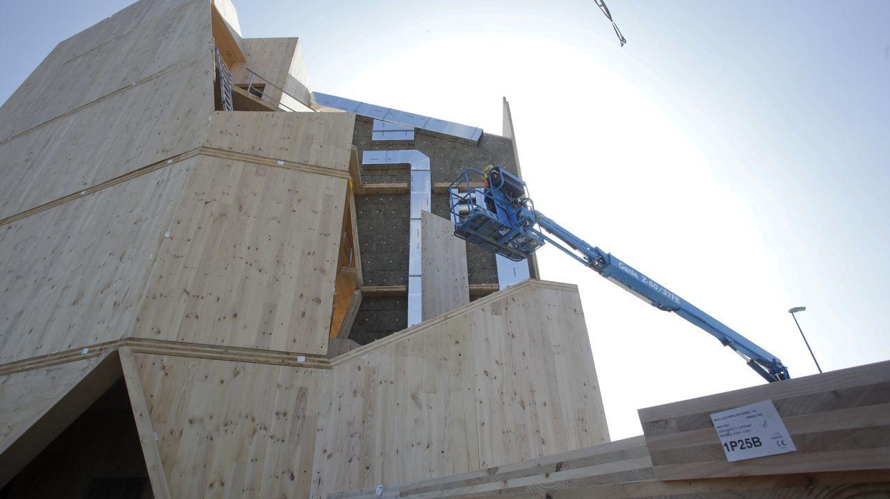 La construcción se va montando pieza a pieza como un inmenso mecano