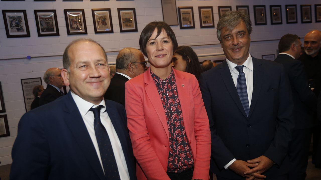 El portavoz del PSdeG, Xaquín Fernández Leiceaga, con Ana Pontón, portavoz nacional del BNG y Pedro Puy, portavoz del PPdeG en el Parlamento de Galicia