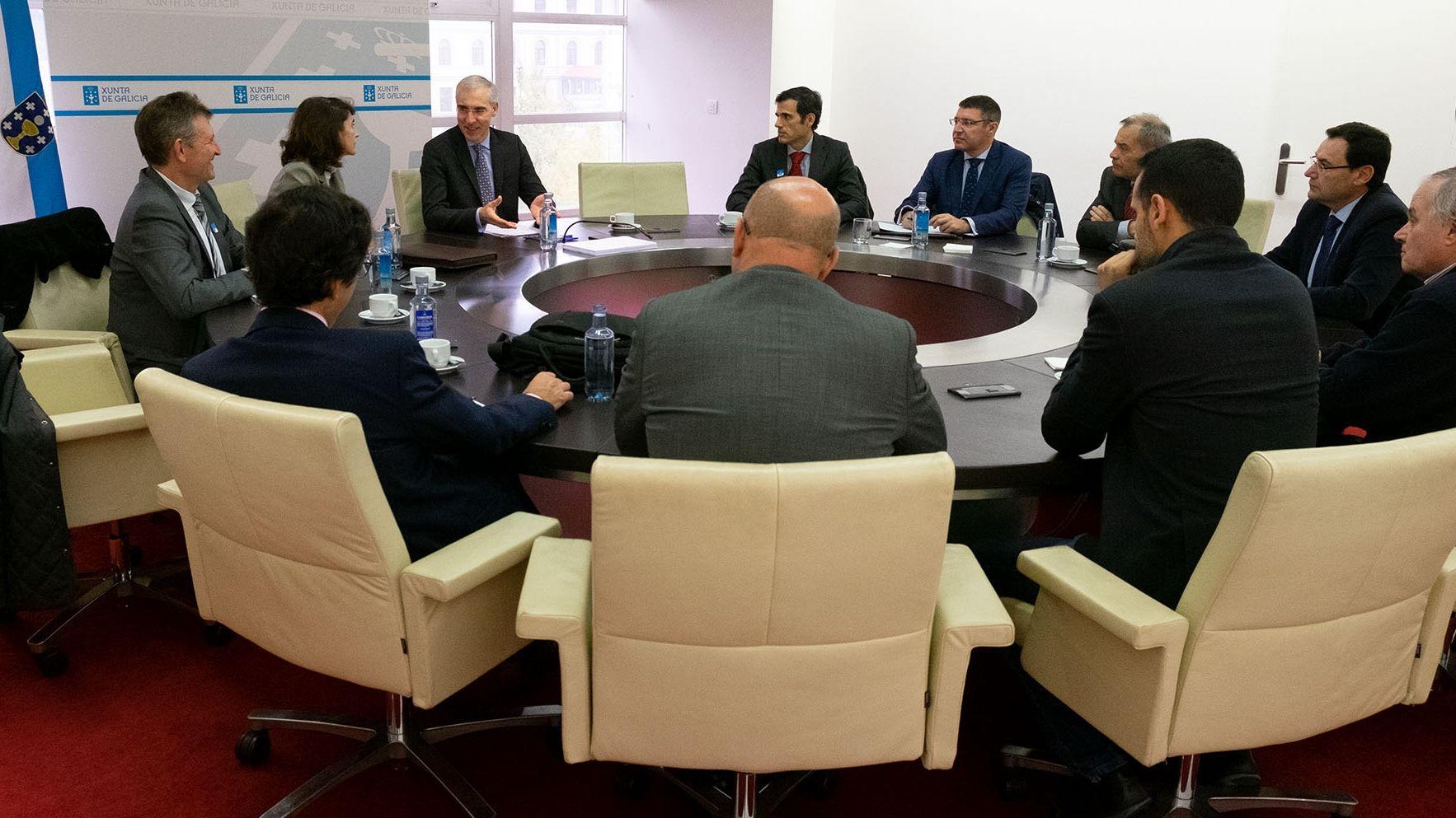 El conselleiro con representantes de las industrias electrointensivas