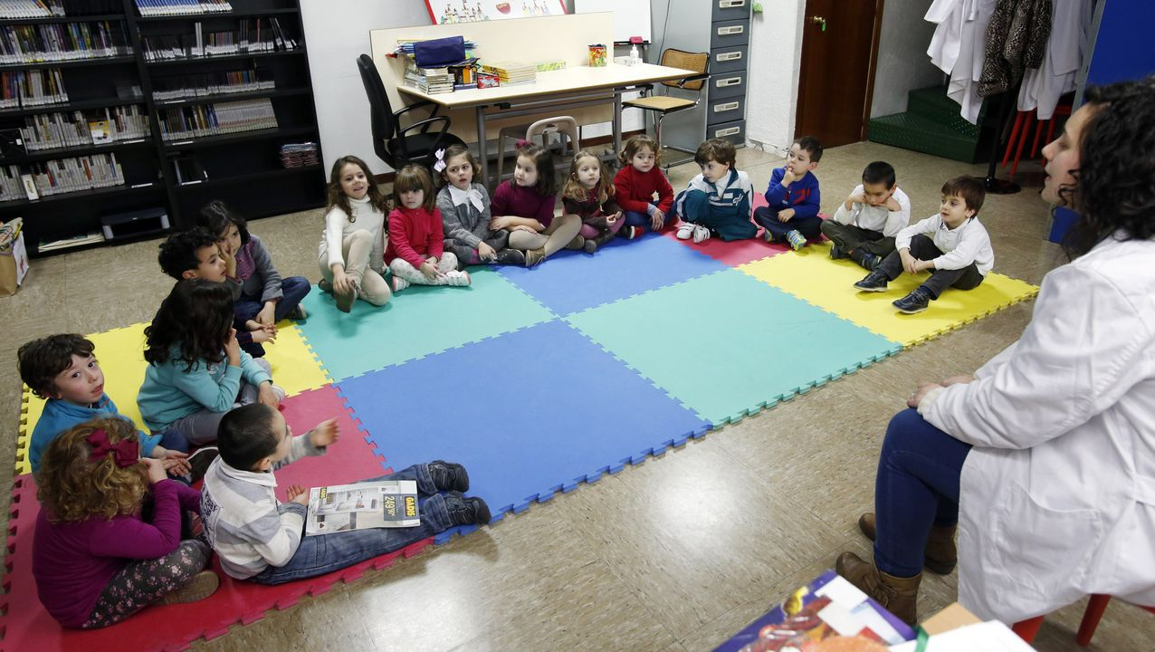 Los pequeños disfrutaron en la biblio de ciencia y naturaleza.Pequeños disfrutando de una actividad de la biblioteca