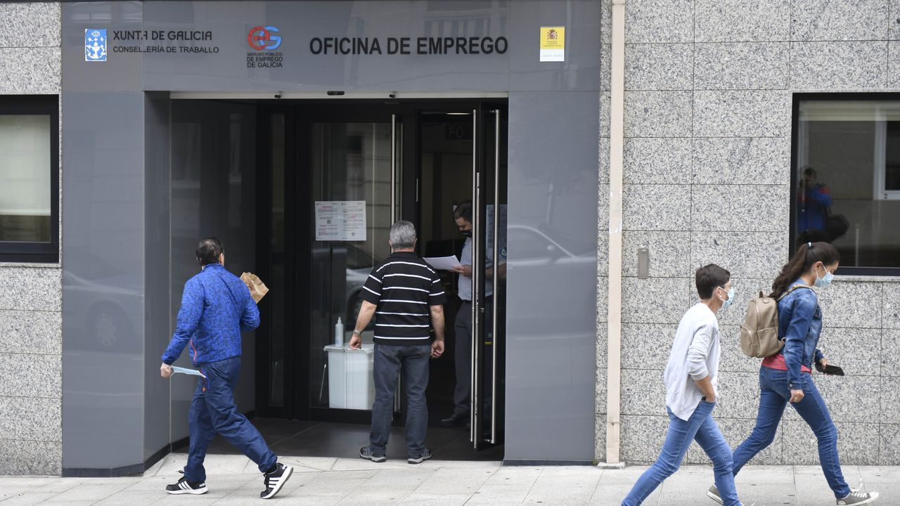 Pedro Sánchez: «Me gustaría animar a votar a la población gallega, una alta participación es fundamental».Entrada principal de una oficina de empleo