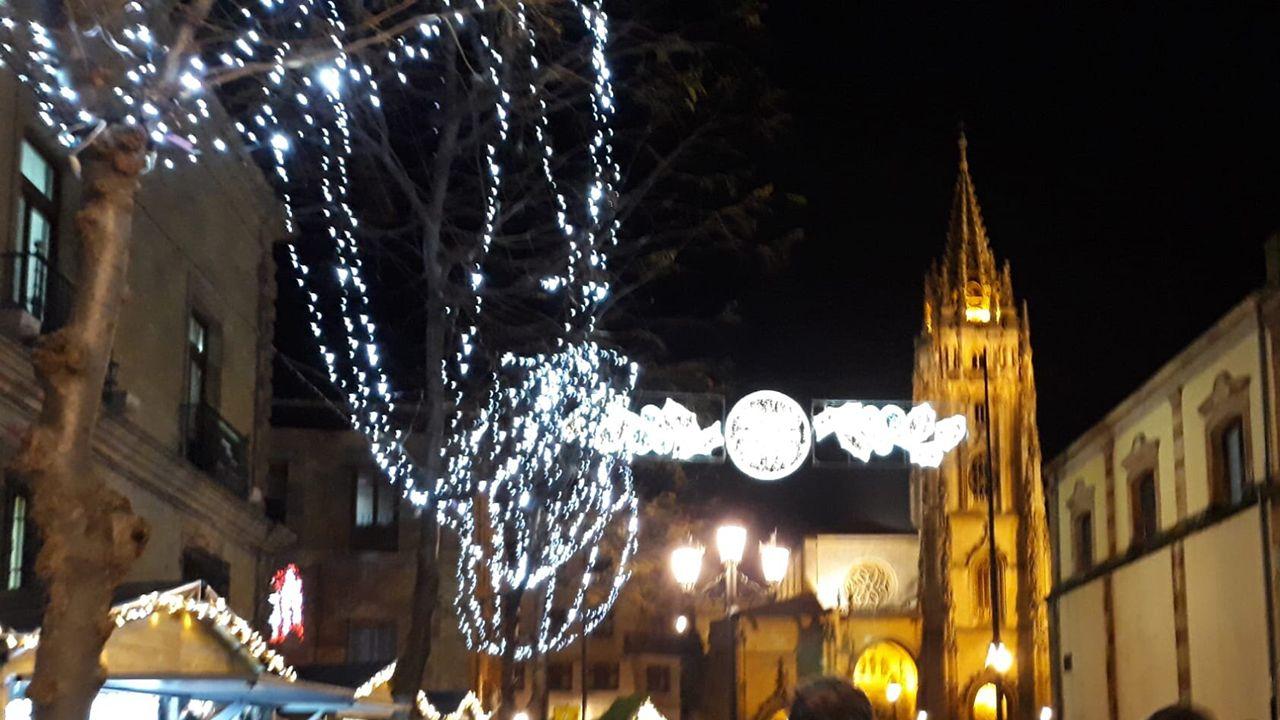 agredido.Luces de Navidad en Oviedo