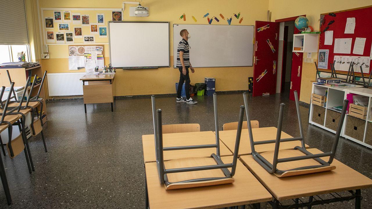 Así se adaptan los colegios gallegosal protocolo anticovid.En centros como el de Recimil ultiman los preparativos para la vuelta a las aulas