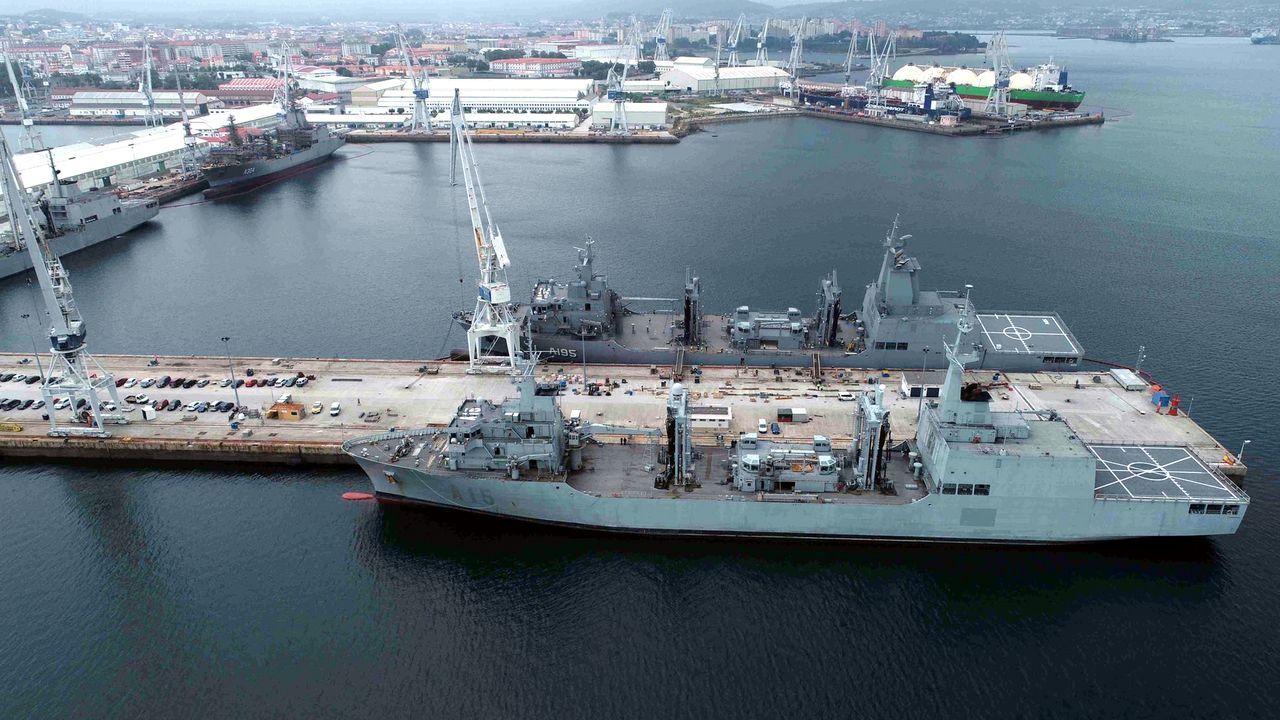 El AOR Supply construido en Navantia zarpa a su nueva base en Australia.El Cantabria y el Supply, en primer término y, al fondo, el Patiño y el Stalwart, en la dársena de Ferrol