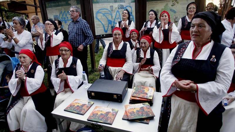 Miembros de la Asociación As San Lucas organizan As Quendas.