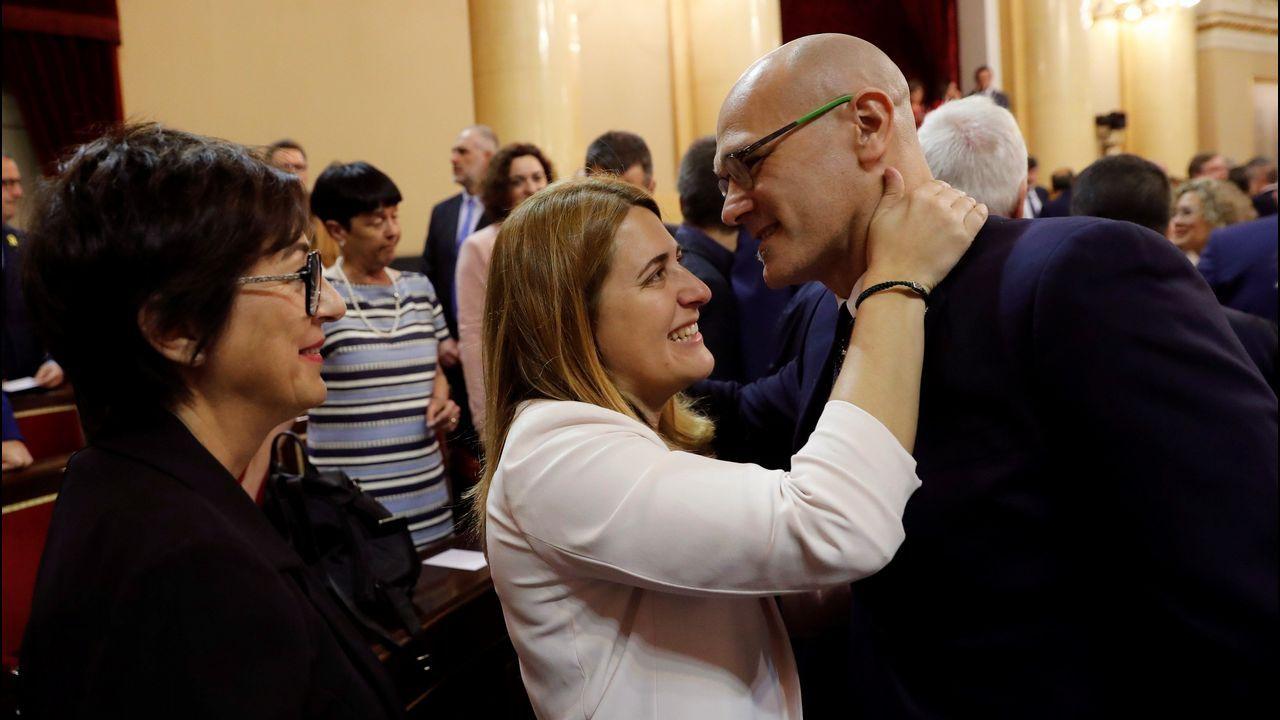 Raül Romeva saluda a Marta Pascal